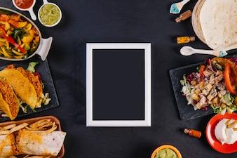 Tableau noir et délicieuse cuisine mexicaine