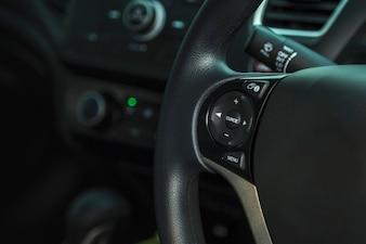 Voiture à l'intérieur du conducteur