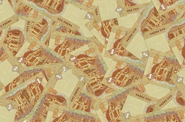 Le banconote da 1 sterlina egiziana si trovano in una grande pila. . grande quantità di denaro