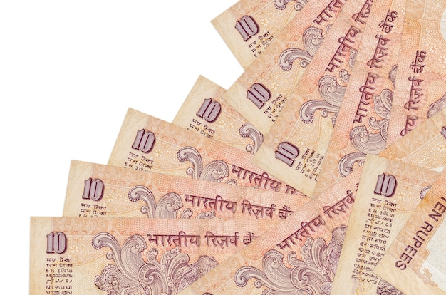 10 banconote in rupie indiane si trovano in un ordine diverso isolato su bianco. attività bancarie locali o concetto di fare soldi.