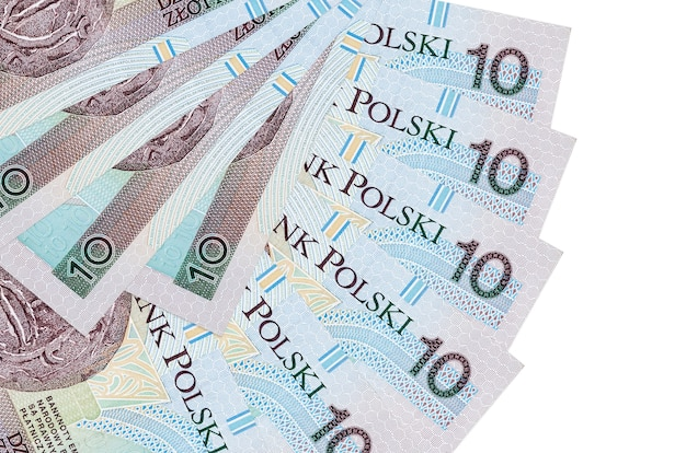 10 banconote in zloty polacco si trova isolato su sfondo bianco con spazio di copia impilato a forma di ventaglio da vicino