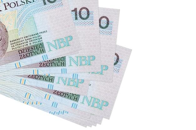 10 banconote in zloty polacchi si trovano in un piccolo mazzo o pacchetto isolato su bianco. concetto di cambio valuta e affari