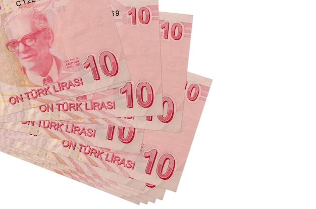 10 banconote in lire turche si trovano in un piccolo mazzo o pacchetto isolato su bianco. concetto di cambio valuta e affari