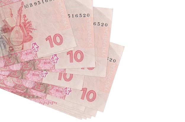 10 fatture hryvnias ucraine si trovano in un piccolo mazzo o pacchetto isolato su bianco. concetto di cambio valuta e affari