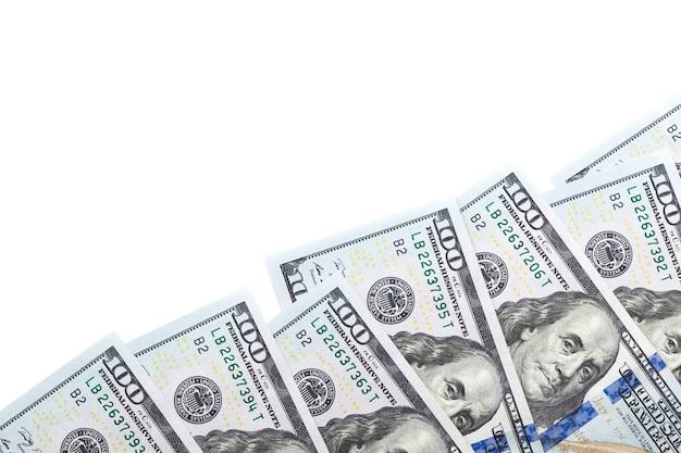 Banconote da 100 dollari isolate su priorità bassa bianca