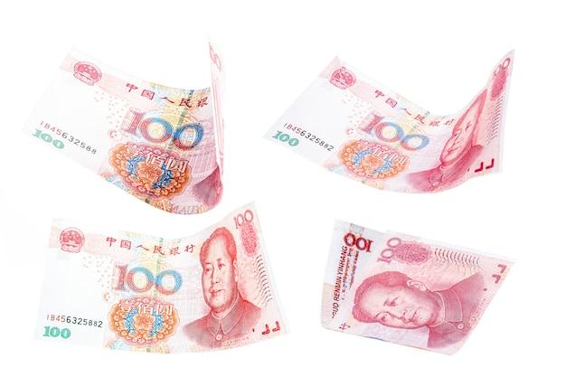 Banconote da 100 yuan che cadono insieme, renminbi o rmb, denaro cinese che cade, svalutazione o crisi finanziaria