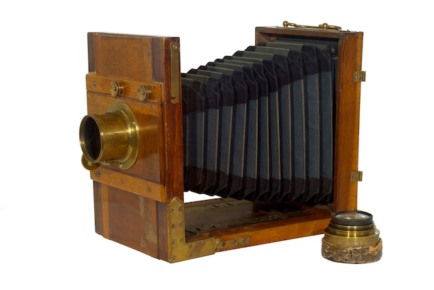 Macchina fotografica pieghevole del xix secolo, con soffietto per la messa a fuoco, isolata