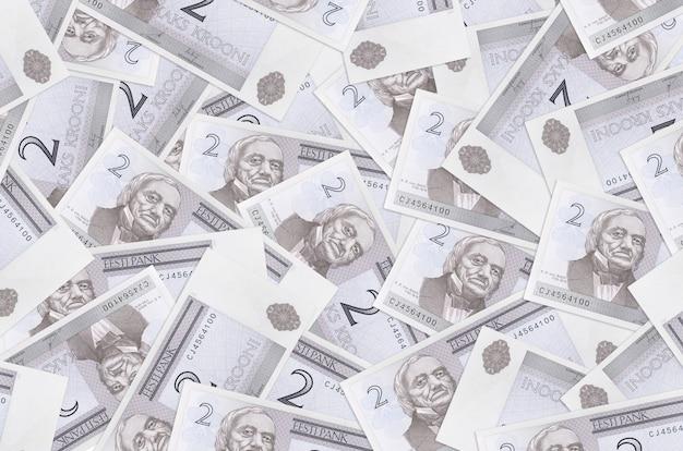 2 banconote in corone estoni si trovano in una grande pila. . grande quantità di denaro