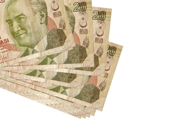 20 banconote in lire turche si trovano in un piccolo mazzo o pacco isolato su bianco. concetto di cambio valuta e affari