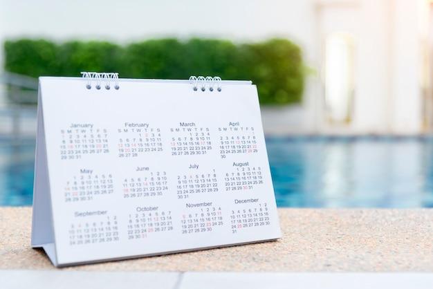 Calendario 2020 chiudere il calendario delle impostazioni del calendario per organizzare il programma. concetto di gestione del tempo.