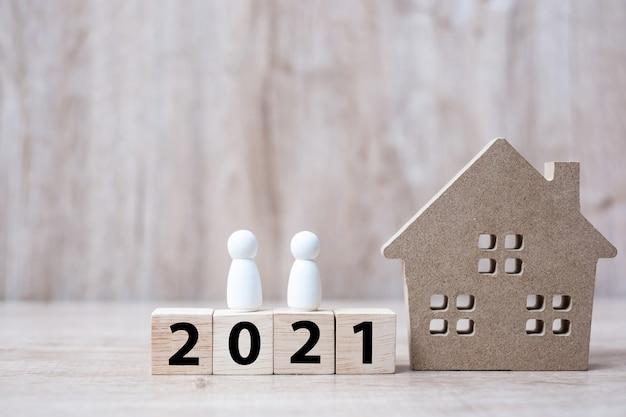 Felice anno nuovo 2021 con modello di casa
