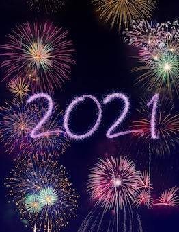 Fondo dei fuochi d'artificio di nuovo anno 2021, buone feste e concetto del nuovo anno