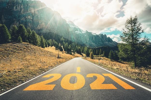 Viaggio di viaggio di nuovo anno 2021 e concetto di visione futura