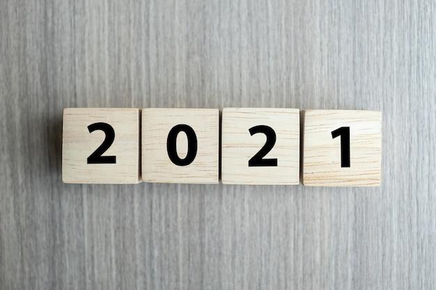 2021 blocchi di cubi di legno del nuovo anno