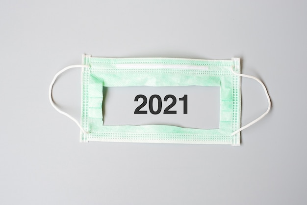 Numero 2021 con mascherina medica