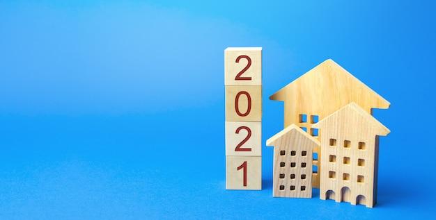 2021 blocchi di legno e casa in miniatura.