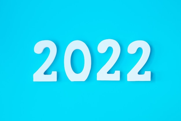 2022 numero di testo bianco su sfondo blu. concetti per la risoluzione, il piano, la revisione, l'obiettivo, l'inizio e le vacanze di capodanno