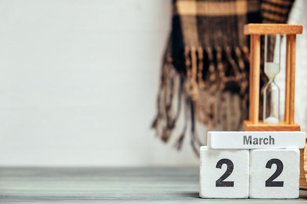 22 ventiduesimo giorno marzo sul calendario con copia spazio.