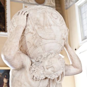 Copia del ii secolo d.c. della statua di atlante farnese