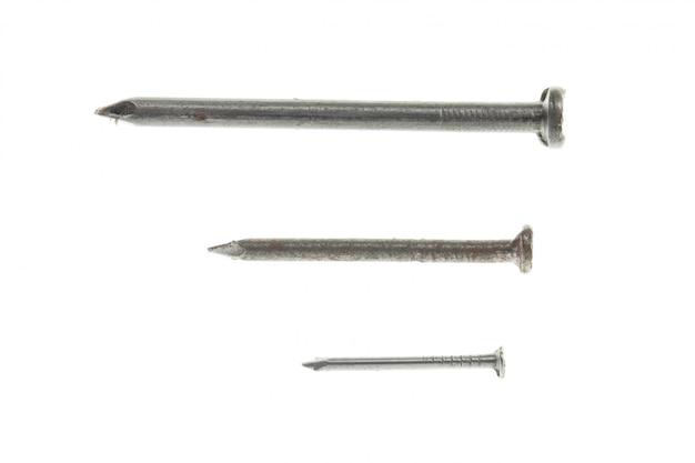 3 chiodi in acciaio di diverse dimensioni