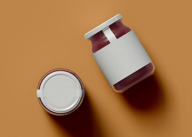 Illustrazione 3d. mockup di due vasetti di marmellata con un'etichetta vuota su sfondo isolato. concetto di imballaggio.