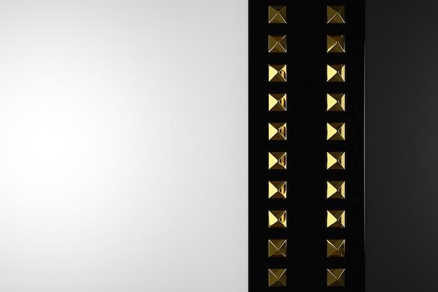 Illustrazione 3d di rivetti in metallo giallo su una striscia nera simile a un braccialetto su uno sfondo nero.