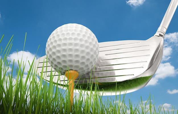 Mazza da golf della rappresentazione 3d con la pallina da golf sul tee