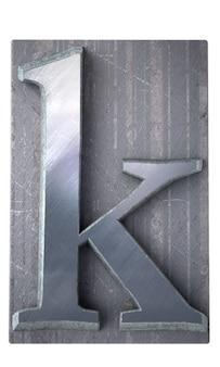 Rendering 3d di una lettera k in stampa dattiloscritta metallica