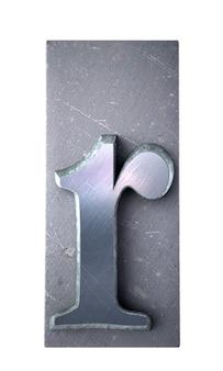 Rendering 3d di una lettera r in stampa dattiloscritta metallica