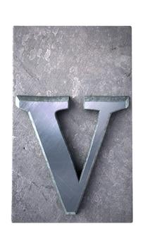 Rendering 3d di una lettera v in stampa dattiloscritta metallica