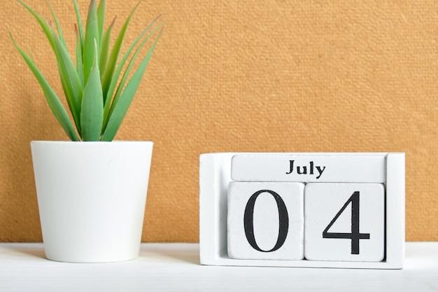 Concetto del calendario del 4 luglio quarto mese.