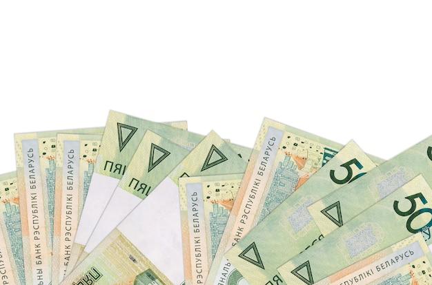 50 rubli bielorussi si trovano sul lato inferiore dello schermo isolato. modello di banner di sfondo per concetti di business con i soldi