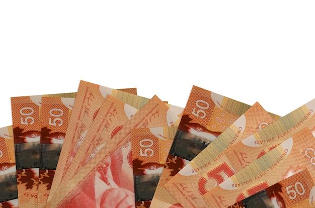 50 banconote in dollari canadesi si trovano sul lato inferiore dello schermo isolato. modello di banner di sfondo per concetti di business con i soldi