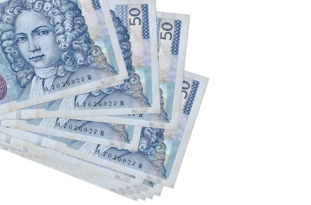 50 banconote in kune croate si trovano in un piccolo mazzo o in un pacchetto isolato. concetto di cambio valuta e affari