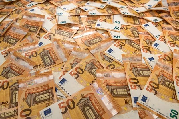 Banconote da 50 euro come sfondo. finanza