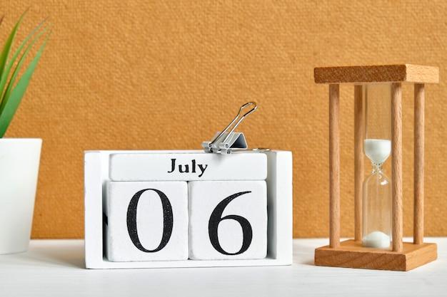 Concetto del calendario mese sesto giorno sesto luglio.