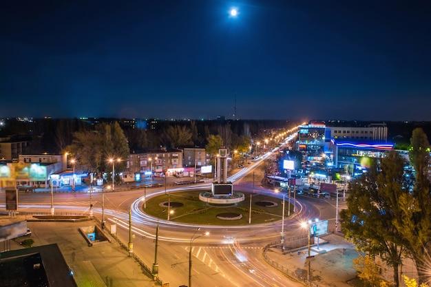 95 ° distretto di notte a kryvyi rih. vista aerea