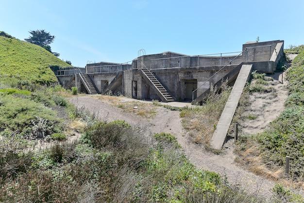 Bunker militare abbattuto a fort point a san francisco