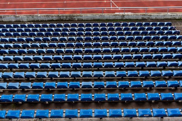 Auditorium abbandonato di uno stadio atletico.