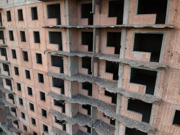 Cantiere abbandonato di edificio residenziale