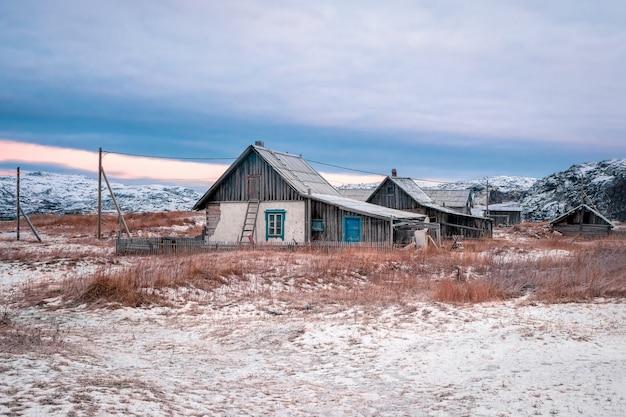 Un villaggio abbandonato nella tundra