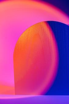 Sfondo astratto con forme geometriche in colori vivaci per la presentazione del prodotto.