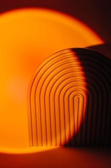 Sfondo astratto con arco a coste in colore brillante