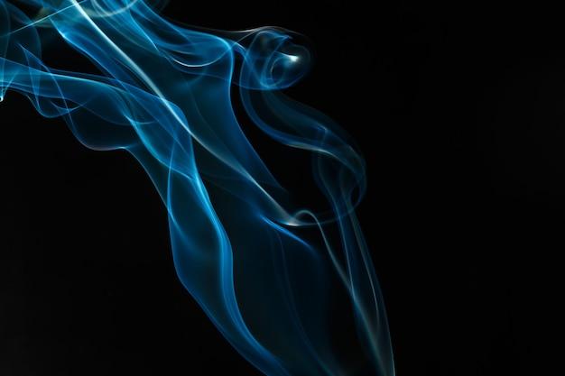 Sfocatura fumo blu astratta isolata