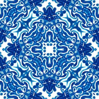 Reticolo ornamentale senza giunte della pittura dell'acquerello delle mattonelle disegnate a mano blu e bianco astratto