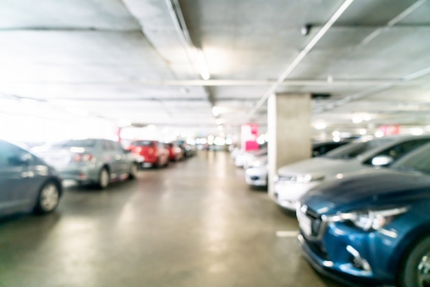 Sfocatura astratta e parcheggio auto sfocato