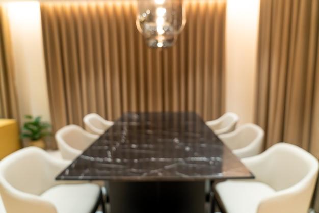 Tavolo da pranzo sfocato astratto a casa