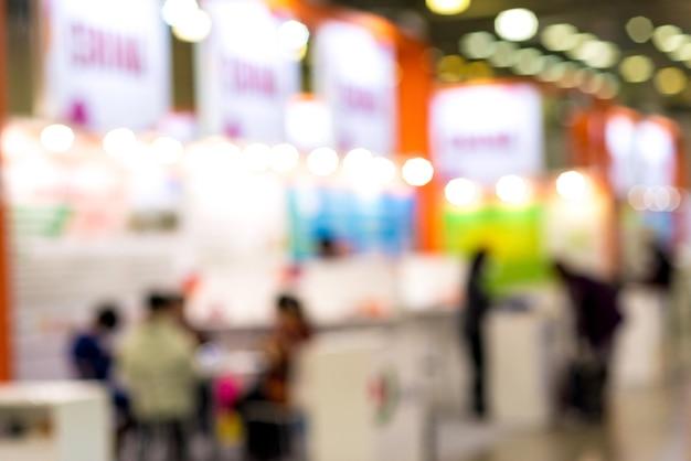 Immagine astratta della sfuocatura del negozio al dettaglio al mercato al coperto per l'utilizzo in background.