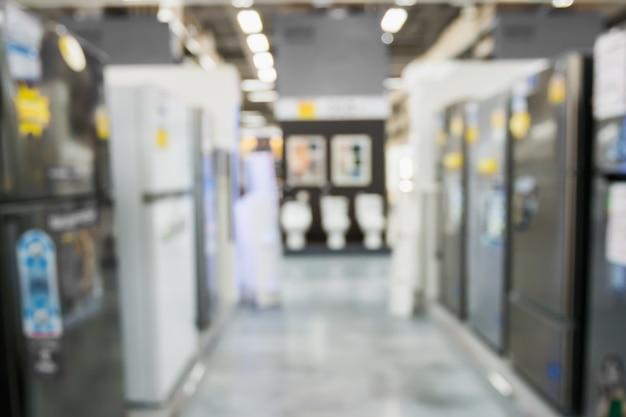 Riga astratta della sfuocatura del frigorifero nella priorità bassa del negozio di elettronica
