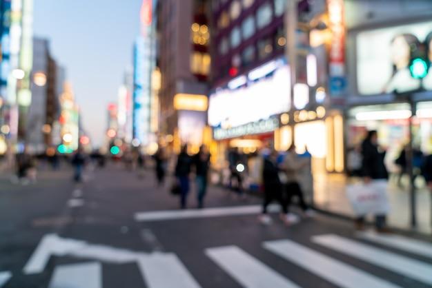 Sfocatura astratta strada dello shopping a shinjuku a tokyo, in giappone
